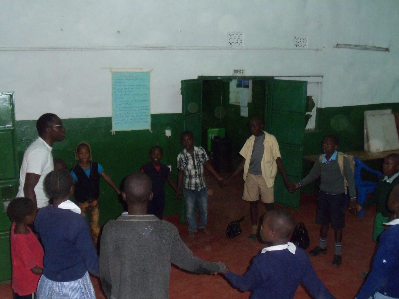 Zorg voor kinderen die lijden door aids in Mathare